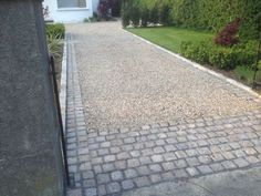 how to create a driveway with gravel and pavers Cobbled Driveway, Permeable Driveway, Driveway Edging, Cobblestone Driveway, Diy Driveway, Brick Driveway, Asphalt Driveway, Gravel Driveway, Driveway Entrance