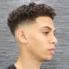 It can be difficult to pull off a curly undercut without some help. One minute your curls are tamed and the next second your hair has ballooned into a Men Haircut Curly Hair, Male Haircuts Curly, Curly Undercut, Messy Curly Hair, Low Fade Haircut, Crop Haircut, Tapered Haircut, Haircuts For Men, Curly Hair Styles