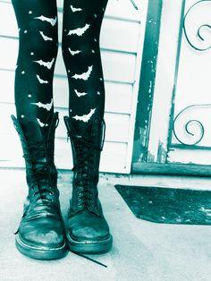 Bat stockings - http://ninjacosmico.com/8-gothic-ways-rock-leggings/