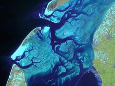 Vadehavet ud for Hollands kyst fotograferet i 2006. (Foto: CNES/Spot Image/ESA)