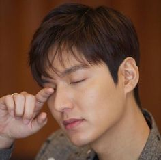 Lee Min Ho revela sus pensamientos sobre el servicio militar y sus cazadores de recompensas de la nueva película