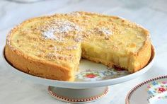 Τι θα λέγατε για μια αρωματική τάρτα με κρέμα κανέλας και μήλο για να γλυκάνετε τους αγαπημένους σας ;;; Είναι πολύ γευστική και σίγουρα θα σας ζητήσουν τη συνταγή! Εκτέλεση Για τα μήλα: Σε μια μικρή κατσαρόλα βράζετε 100 ml νερό με τη ζάχαρη και την κανέλα, για 1 – 2 λεπτά, ανακατεύοντας με ξύλινη … Cake Recipes, Dessert Recipes, Desserts, Greek Sweets, Sweet Pastries, Sweet Pie, Gluten Free Cakes, Greek Recipes, Food To Make
