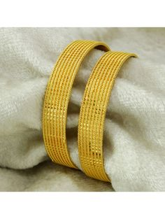Get ready to flaunt in the evening by having these high quality Golden polished Bangle bracelet set that will surely bring lot of compliments for you. Jewelry Trends, Jewelry Sets, Gold Jewelry, Jewellery, Bracelet Set, Bangle Bracelets, Gold Plated Necklace, Gold Bangles, Indian Jewelry