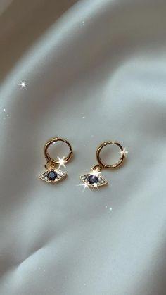 Gold Jewelry Simple, Funky Jewelry, Ear Jewelry, Cute Jewelry, Diamond Jewelry, Jewelery, Jewelry Accessories, Statement Earrings, Dangle Earrings