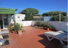 Third floor penthouse apartment close to the centre of Elviria. Walking distance to all amenities …