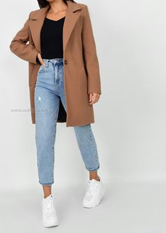 The perfect coat, a statement color this fall and winter Casual Work Outfits, Business Casual Outfits, Mode Outfits, Classy Outfits, Stylish Outfits, Winter Fashion Outfits, Look Fashion, Winter Outfits, Look Blazer