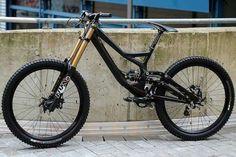 Downhill Bike, Mtb Bike, Super Bikes, Road Bikes, Mountain Biking, Matte Black, Cool Pictures, Cycling, Bicycles