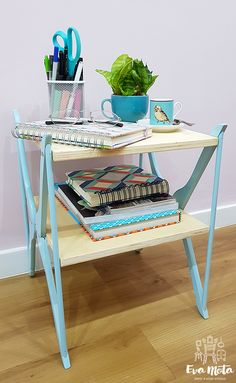 Bedside table - Furniture with Hangers Wooden Pallet Furniture, Diy Furniture Plans, Recycled Furniture, Home Decor Furniture, Table Furniture, Furniture Makeover, Upcycled Home Decor, Diy Home Decor, Diy Y Manualidades