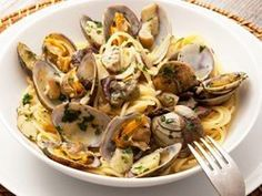Spaghetti alle vongole e funghi porcini Rezept Pasta, San Francisco Food, Dinner For Two, Meal Deal, Nyc, Meals, Chicken, Course Meal, Amazon