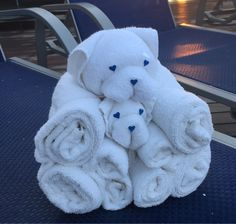 Picture of Towel bear - Carnival Paradise Towel Origami, Bebe Shower, Paper Towel Crafts, Towel Animals, How To Fold Towels, Towel Cakes, Towel Wrap, Decorative Towels, Bunny Crafts