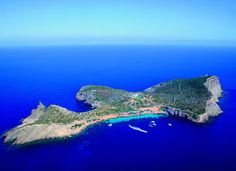 Looking for private moments just a breath away #Ibiza ? #Tagomago #YachtcharterBalearen #YachtcharterIbiza