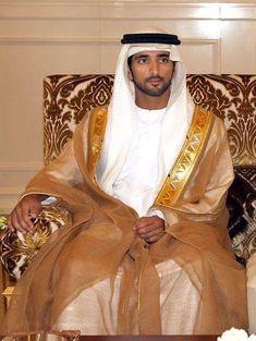i am sheikh hamdan Prince Crown, Royal Prince, Dubai, Turbans, Arab Men Fashion, Kate Middleton Wedding Dress, Royal Family Pictures, Chiffon Wedding Gowns, Wedding Dresses