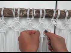 In this Macrame video tutorial I will take you step by step all the way. Macrame Curtain, Macrame Wall Hanging Diy, Macrame Knots, Macrame Jewelry, Color Crafts, Macrame Tutorial, Macrame Projects, Easy Wall, Macrame Patterns