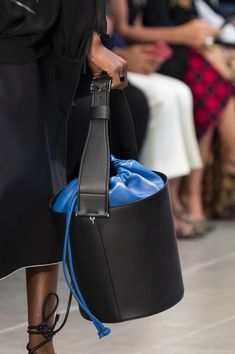 Sportmax at Milan Fashion Week Spring 2020 - Details Runway Photos Summer Handbags, Best Handbags, Women's Handbags, Cute Purses, Purses And Bags, Beautiful Handbags, Best Bags, Luxury Bags, Hobo Bag