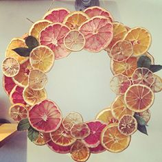 Handmade citrus wreath from La Vie Rosie You are in the right place about welcome Wreath Here we offer you the most beautiful pictures about the ornament Wreath you are looking for. When you examine t Natural Christmas, Noel Christmas, Christmas Wreaths, Christmas Decorations, Xmas, Holiday Crafts, Holiday Decor, Deco Floral, Diy Weihnachten