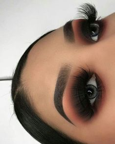 makeup goals Beautiful fall makeup looks, stunning and dramatic for different day and mood. Here are some ideas to get your fall makeup trends lovely Glam Makeup, Skin Makeup, Eyeshadow Makeup, Beauty Makeup, Eyeliner, Huda Beauty, Eyebrow Makeup, Eyeshadows, Cut Crease Eyeshadow