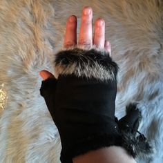 Fur black gloves Women's Fur black clothes. Comfortable and fashionable .. Has a pull string to tighten and losses them.  F Accessories Gloves & Mittens