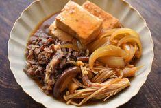 白ごはん.comの『肉豆腐の作り方』のレシピページです。木綿豆腐に牛肉、玉ねぎにきのこを合わせ、ごはんが進む肉豆腐を作ります。調味料も作り方もシンプルになるように工夫しましたので、ぜひお試しください。 Home Recipes, Asian Recipes, Cooking Recipes, Ethnic Recipes, Main Dishes, Side Dishes, Food Porn, Daily Meals, Pulled Pork