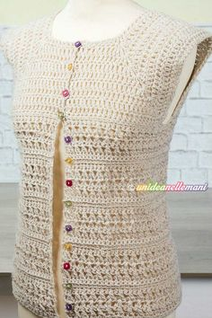 maglia top down uncinetto clothes for women vest Maglia top-down all'uncinetto: tutorial con pdf da stampare Crochet Leaf Patterns, Crochet Cardigan Pattern, Crochet Blouse, Crochet Designs, Crochet Stitches, Crochet Hooks, Knit Crochet, Filet Crochet, Top Down