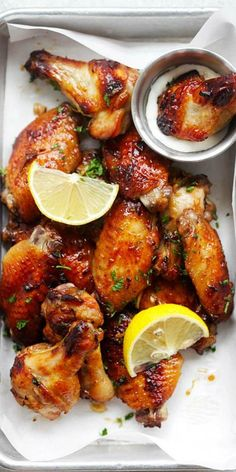 Baked Garlic Lemon Wings – easiest and best baked chicken wings that takes 10 mins active time. So delicious, garlicky and lemony : rasamalaysia Best Baked Chicken Wings, Chicken Wing Recipes, Chicken Bites, Appetizer Recipes, Dinner Recipes, Appetizers, Frango Chicken, Gula, Good Food