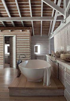 Love the raised tub