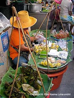 Street food in Thailand, market, plaza, vender Filipino Street Food, Asian Street Food, Best Street Food, Filipino Food, World Street Food, Street Food Market, Street Vendor, Thai Recipes, Asian Recipes