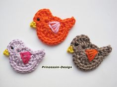 Riley likes to collect little keychain things Crochet Birds, Crochet Butterfly, Crochet Flower Patterns, Crochet Baby Hats, Crochet Slippers, Crochet Flowers, Crochet Gratis, Crochet Chart, Knit Or Crochet