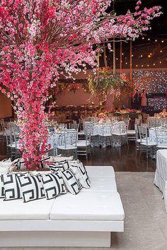 Veja mais no site Garden Wedding, Dream Wedding, Wedding Day, Wedding Centerpieces, Wedding Decorations, Event Planning, Wedding Planning, Sweet Fifteen, Luxury Wedding Decor