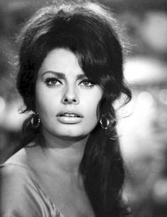 Sophia Loren in Boccaccio - La riffa (Vittorio De Old Hollywood Stars, Golden Age Of Hollywood, Classic Hollywood, Loren Sofia, Sophia Loren Images, She's A Lady, Italian Actress, Italian Beauty, Vintage Beauty
