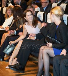 Princess Mary presented the award to three brain neuroscientists. The ceremony took place in Copenhagen.
