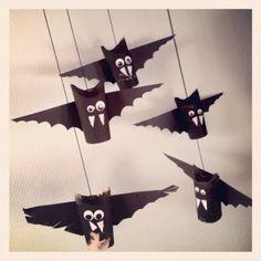 Flaggermus av doruller :) http://rimna.blogspot.no/2012/10/fladdermoss.html: