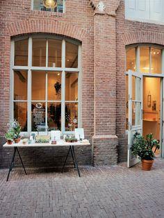 Mes bonnes adresses déco / Amsterdam / Photos Atelier rue verte / Amsterdam, Rue Verte, Garage Doors, Exterior, Windows, Boutique, Places, Outdoor Decor, Travel Guide