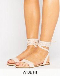 Sandalias planas de corte ancho con lazada a la pierna FIONA de ASOS