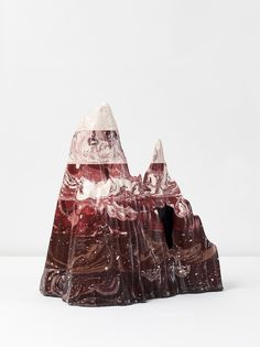 Hilda Hellström can't seem to shake her fascination with pigmented Jesmonite — a material that,whileartificial, mimics the properties of marble and stone.