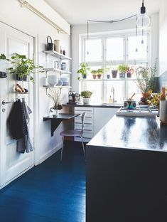 The Best Small Kitchen Design For Functionality And Beauty Gravity Home, Home Kitchens, Sweet Home, Home Remodeling, Kitchen Interior, Interior Design Kitchen, Home Decor, House Interior, Minimalist Kitchen