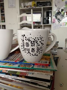 Sharpie mug with initials Sharpie Projects, Sharpie Crafts, Sharpie Markers, Sharpie Art, Diy Craft Projects, Sharpies, Scrapbook Cards, Scrapbooking, Diy Cards