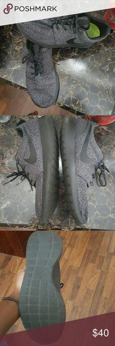 Roshe run Flaws shown in pic?? roshe run Shoes Sneakers