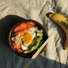 Some yummy smoked salmon, egg and avocado. My absolute favourite combo. Super healthy and super delicious