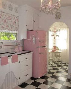 Beautiful Retro Kitchen Ideas to Decorate Even on a Budget – Kitchen – retro Cocina Shabby Chic, Shabby Chic Theme, Shabby Chic Kitchen, Vintage Kitchen, Modern Retro Kitchen, 1950s Kitchen, Retro Home Decor, Home Decor Kitchen, Kitchen Ideas