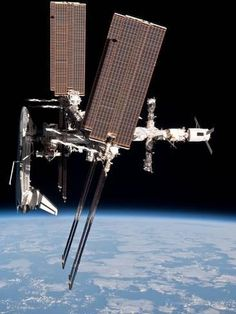 Metal Print: Space Shuttle Endeavor Docked to the International Space Station : 16x12in