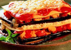 A MUSSAKA, ou Lasanha de Berinjela é uma especialidade gastronómica originária do Médio Oriente, típico das culinárias grega e turca, caiu no gosto do Brasileiro e hoje é um prato muito consumido.