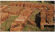 A preparação para o curso de bioconstrução me apresentou o desafio de fabricar tijolos de adobe. Muito havia ouvido falar mas nunca tinha estado, conscientemente, perto de um tijolo de adobee muit...