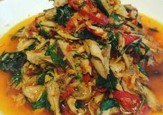 Tongkol suwir daun kemangi by Miya Gusrizal Fish Recipes, Seafood Recipes, Asian Recipes, Cooking Recipes, Asian Foods, Sauce Recipes, Indonesian Cuisine, Indonesian Recipes, Malay Food