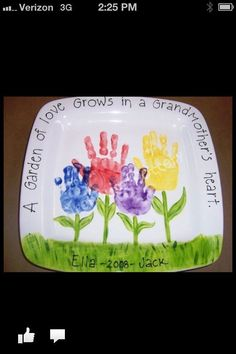 Grandparents' Day Handprint plate - Need to do this for monther's day instead 18 Keepsakes Made with Family Handprint Ideas for you to work with your kids. The crafting projects are not only fun, but also priceless.