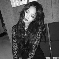 Female K-Pop band, Blackpink, are taking the music world by storm, wi. Kim Jennie, Blackpink Jisoo, Rapper, Mode Lookbook, Blackpink Members, Blackpink Photos, Blackpink Fashion, Mamamoo, South Korean Girls