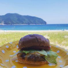 Burger on the beach.