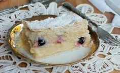 La torta millefoglie crema e amarena è un classico tra i dessert italiani. Facile da preparare se si seguono i piccoli trucchi indicati nella ricetta.