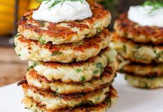 clickpoftabuna.ro retete-cu-legume chiftele-din-conopida-3 index.html Tzatziki Recipes, Homemade Tzatziki, Cauliflower Fritters, Meal Planner, Calorie Diet, Meals For The Week, Salmon Burgers, Veggies