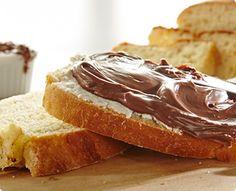Rezept: Selbstgemachtes Brot mit Nuss-Schokoladen-Aufstrich