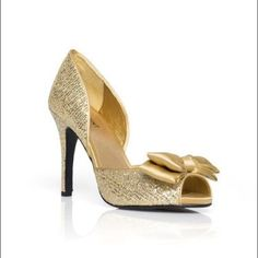 Shoemint Gold Sequin Shoe Brand New. Size 8. Gold. Great condition. No wear. Make me an offer. Shoemint Shoes